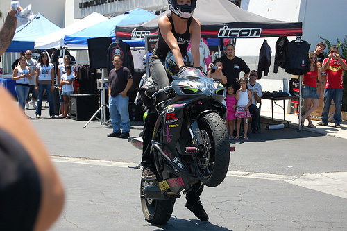 1071589011_095bb612eb_motorcycle-show